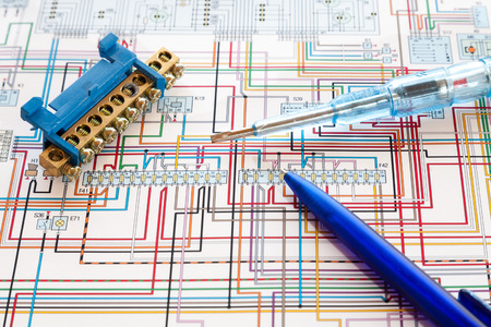 Pen, terminals and a screwdriver and lie on the motor control circuit. Stok Fotoğraf