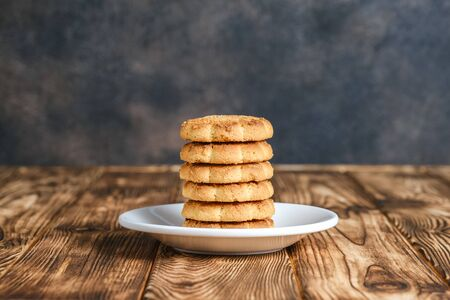 Homemade corn cookies on a light plate on a rustic background. Copy space. 版權商用圖片