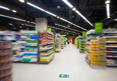 aisle: Empty supermarket aisle