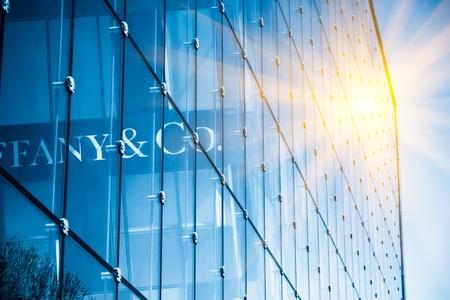 rascacielos: Pared de vidrio del centro de negocios Editorial