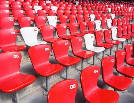 gradas estadio: Sillas gradas rojas en el gran estadio