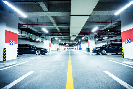 underground parking garage 免版税图像 - 32681274