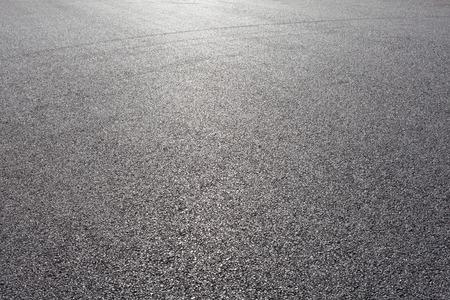 cemento: Vista de primer plano horizontal de la nueva carretera de asfalto Foto de archivo