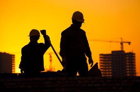 ouvrier: silhouette de travailleur de la construction
