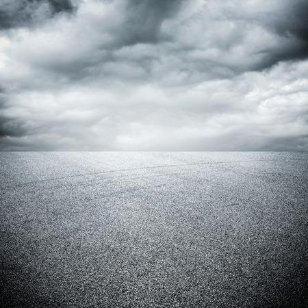 road texture: sfondo di strada con il cielo