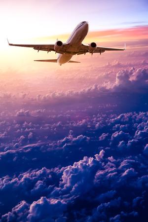 일출 하늘에서 비행기