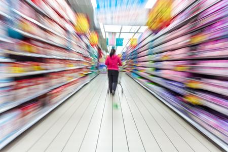 スーパー マーケットの通路、モーション ブラー