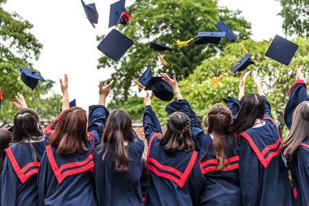 toga y birrete: La ceremonia de graduaci�n Foto de archivo