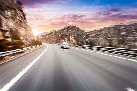 El desenfoque de movimiento de la carretera de las vías Foto de archivo - 52396913