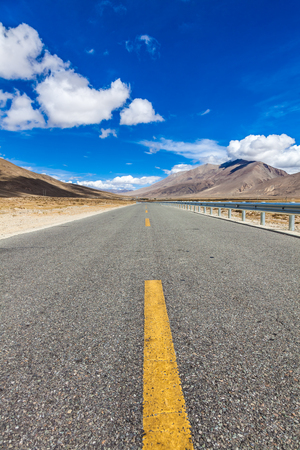 road on plateau of Himalaya mountains Tibet Banco de Imagens