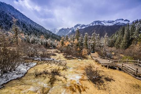 Huang Long scenic in Sichuan China Reklamní fotografie - 123024734