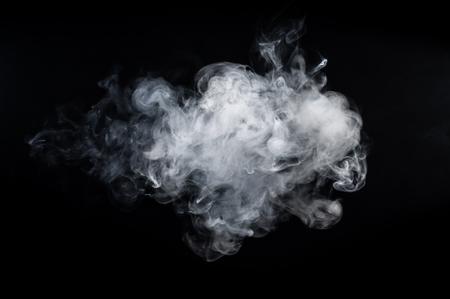 Fumo astratto su uno sfondo scuro.