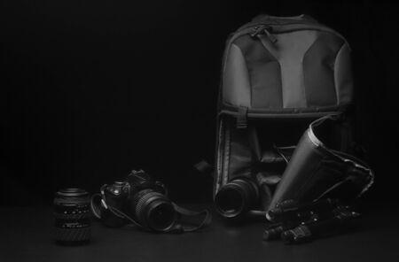 Photographer's equipment on a dark black background . Standard-Bild