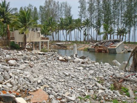 zbytky: Rubble is all that remains of this beach resort after the tsunami hit the the town of Kao Lak, Thailand