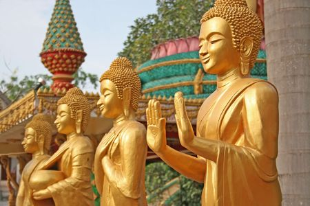 3 golden Buddhist statues with a narrow depth of field Stock Photo - 910510