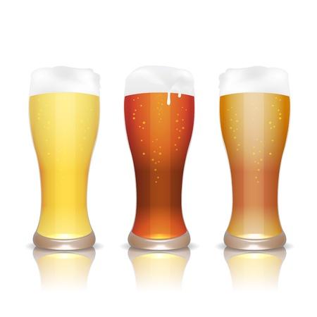 vasos de cerveza: Cerveza ligera, oscura y sin filtrar en vasos con la reflexi�n, aislado en blanco Vectores