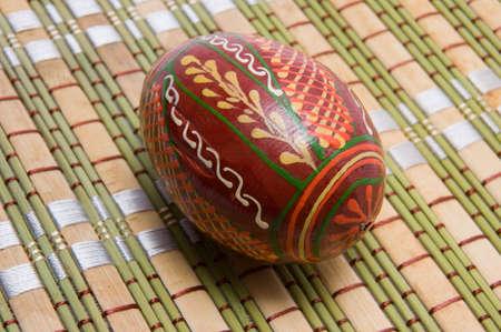 servilleta de papel: color de huevo en la servilleta para Pascua Foto de archivo