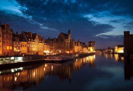 oude stad bij nacht