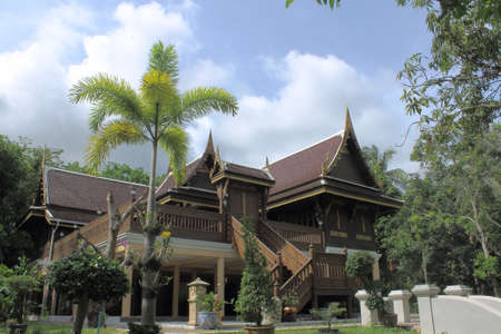 house float on water: Thai house