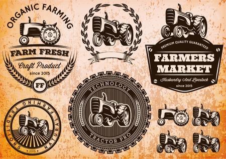 logo de comida: conjunto de etiquetas de vectores con un tractor para el ganado y los cultivos Vectores