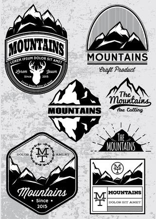 set van templates voor emblemen met verschillende bergen