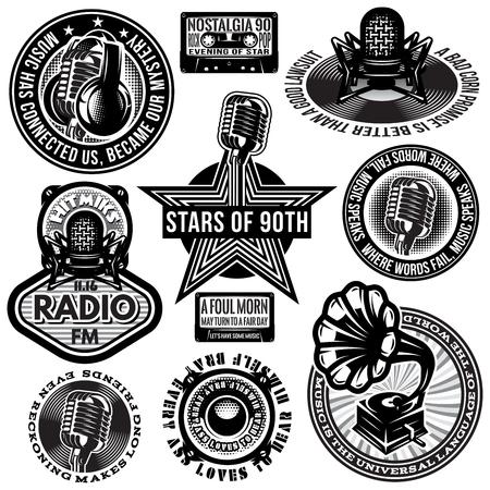set van retro badges sjablonen gramofon, microfoons, luidsprekers, hoofdtelefoon audiocassette