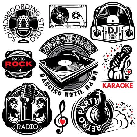 Set van retro badgesjablonen voor karaoke, disco, feest, radio, zang