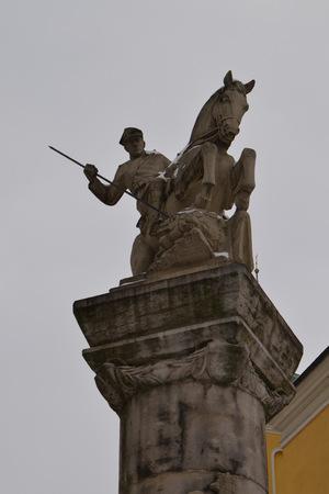 uomo a cavallo: Che uccide un drago Cavaliere. Poznan. Polonia Archivio Fotografico