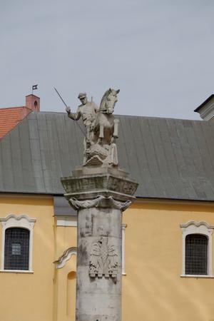 uomo a cavallo: che uccide un drago Cavaliere. Poznan. Polonia