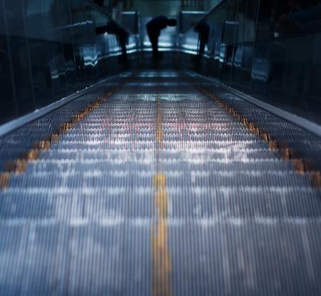 station m�tro: escalator de la station de m�tro � Beijing