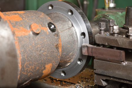 The body of the valve is installed on the old milling machine to cut the edges. Close-up