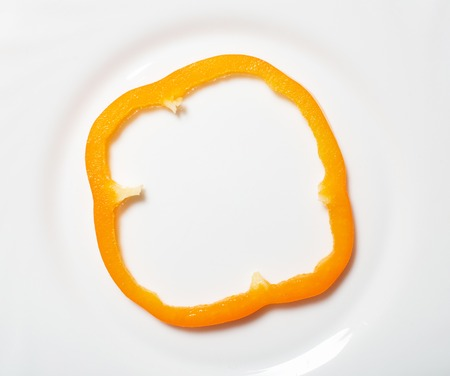 Slice of yellow sweet bell pepper on the white background, top view. Sweet yellow bell pepper slice part Banque d'images - 119680282