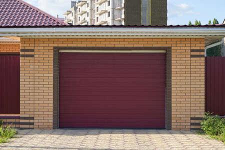 Garage with automatic lifting brown door Foto de archivo