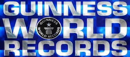 marca libros: Caransebes, Rumania, 25 de Diciembre de 2010 - Guinness World Records logotipo