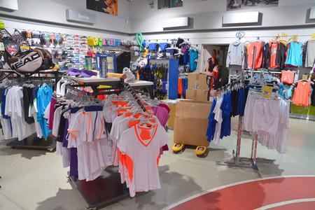 tienda de ropas: tienda de ropa deportiva