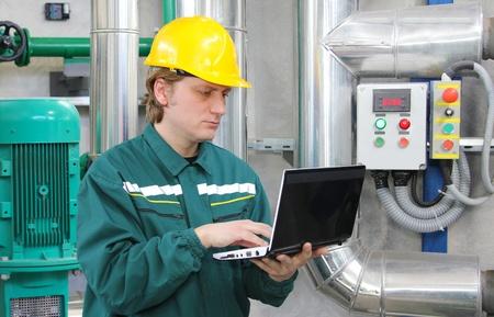 work workman: Industrial worker with notebook