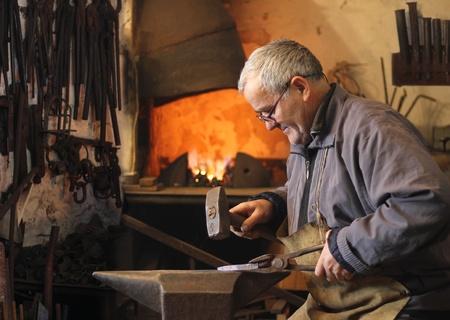 Blacksmith at work Imagens