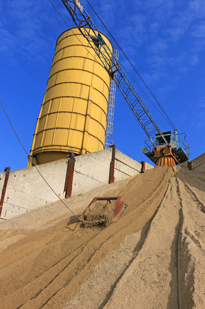 gravel pit: Preparation of construction materials, sand and gravel for building and concreting in gravel pit
