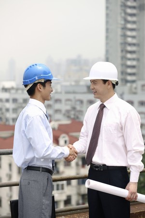 asian architect: Businessmen shaking hands