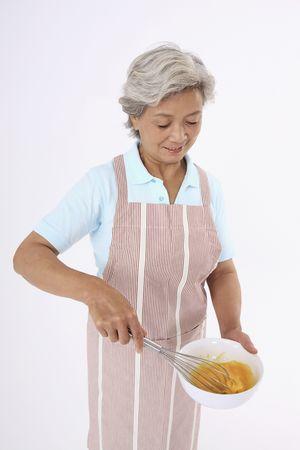 paliza: Superior de la mujer con golpear a batir los huevos