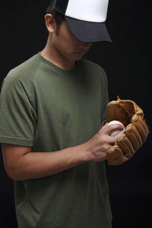 gant de baseball: Homme de baseball et gant de baseball