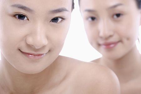 csak a nők: Két gyönyörű fiatal nő, szép arcszín