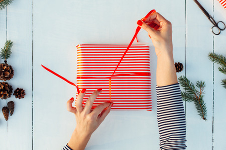 Gift wrapping. Woman packs gifts, step by step Archivio Fotografico