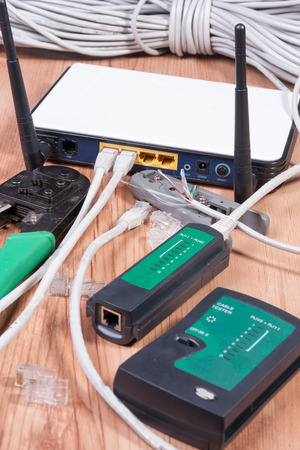 pinchers: Modemrouter with ethernet cables connected in the sockets