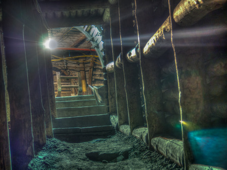 stanchion: The narrow passage in a coal mine  tunnel