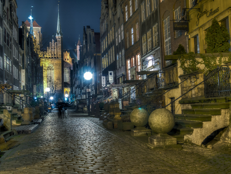 empedrado: Gdask, Poland - September 27, 2015: A paved street of Gdansk at night, illuminated by street lamps Editorial