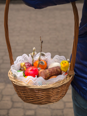 testicle: A basket with Easter food , eggs, chick, bread, sausage