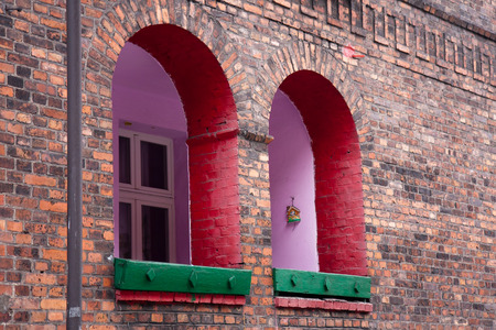 Katowice, Poland - February 10, 2015: Wall and windows of a red brick house in  Nikiszowiec,  Silesia in Poland. Historic residential Buildings. Mining district of Nikiszowiec Zdjęcie Seryjne