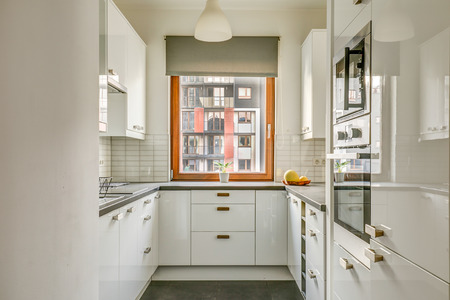 New furnished apartment. Light, spacious kitchen with window Reklamní fotografie
