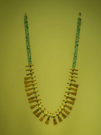 Bogota, Colombia - November 23, 2018: Exhibit  in Museum of Gold. Gold necklace. Standard-Bild - 129393257